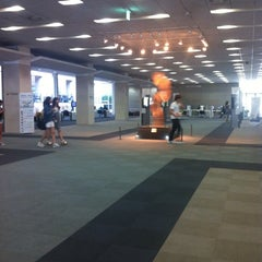 Photo taken at 연세대학교 삼성학술정보관 (Yonsei University Samsung Library) by bins on 9/4/2014