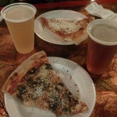 Photo taken at Metro Pizza by Alexis D. on 9/15/2013