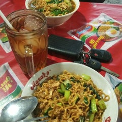 Photo taken at Mie get by Dede I. on 3/10/2015