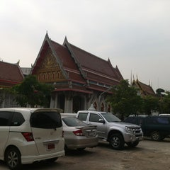 Photo taken at วัดนวลนรดิศ (Wat Nuannoradit) by Pakorn F. on 2/3/2013