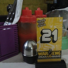 Photo taken at Waroeng Steak & Shake by Anwar K. on 4/29/2013