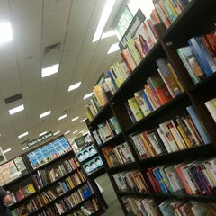 Photo taken at Barnes & Noble by Daniel M. P. on 9/15/2013