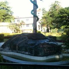 Photo taken at Fakultas Kedokteran by Danio B. on 4/28/2013