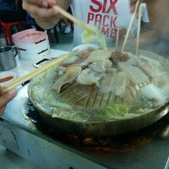 Photo taken at หมูกระทะ ช้างเผือก (Chang Phuek BBQ) by Maxaey U. on 10/12/2015