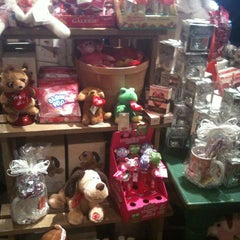 Photo taken at Cracker Barrel Old Country Store by Travis on 1/14/2013