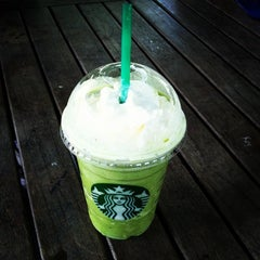 Photo taken at Starbucks (สตาร์บัคส์) by Lillaboe B. on 2/12/2013