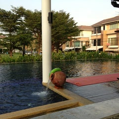 Photo taken at Swimming pool@ Plus City park suangluan rama9 by Leng O. on 1/27/2013