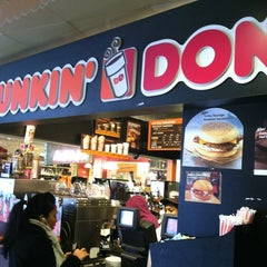 Photo taken at Dunkin' Donuts by Lea G. on 1/21/2013