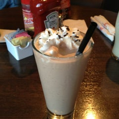 Photo taken at Red Robin Gourmet Burgers by Christine P. on 2/9/2013