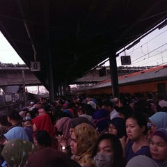Photo taken at Commuter Line Tanah Abang-Serpong @Jalur 6 by Margaretha Swanny P. on 6/16/2014