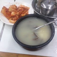 Photo taken at 이남장 by Jason P. on 5/23/2014