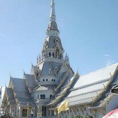 Photo taken at วัดโสธรวรารามวรวิหาร (Wat Sothon Wararam Worawihan) by คุณหมอ ต. on 6/30/2013