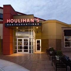Photo taken at Houlihan's Restaurant + Bar by Jennifer B. on 4/18/2016
