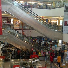 Photo taken at Gramedia by Indriasari B. on 10/28/2012
