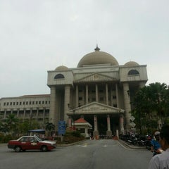 Photo taken at Kompleks Mahkamah Kuala Lumpur (Courts Complex) by Oj N. on 8/20/2015