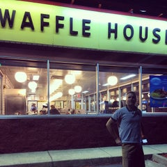Photo taken at Waffle House by Joshua S. on 7/10/2014