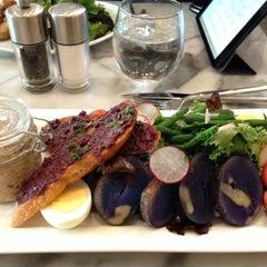 Photo taken at Zé Café by Dixie C. on 4/28/2013