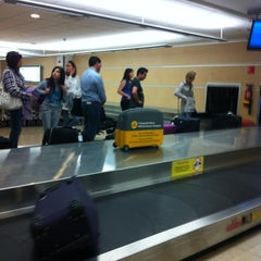 Photo taken at Cinta Equipaje 6 / Baggage Belt 6 by Marcello L. on 11/1/2012
