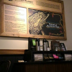 Photo taken at Starbucks by Fernan C. on 10/15/2015