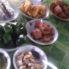 Photo taken at Soto Pak Blo'on by kusumadewi d. on 2/9/2014
