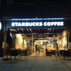 Photo taken at Starbucks (สตาร์บัคส์) by Rakesh on 6/8/2013