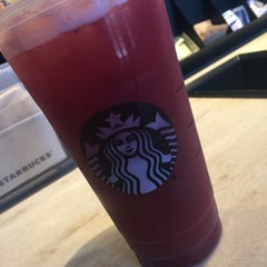 Photo taken at Starbucks by Lythia C. on 3/18/2016