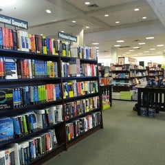 Photo taken at Barnes & Noble by Cesar L. on 7/18/2013