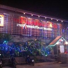 Photo taken at ตะวันแดง สาดแสงเดือน by Onizugolf on 1/9/2014