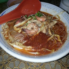 Photo taken at T-Not Laksa by nieza on 11/11/2014