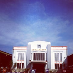 Photo taken at Stasiun Yogyakarta Tugu by Agus L. on 5/9/2013