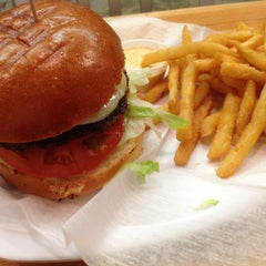 Photo taken at P.S. Burgers by Marron M. on 4/21/2013