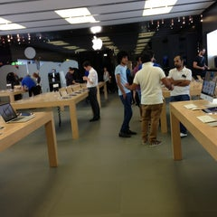 Photo taken at Apple Store, Perth City by naa d. on 3/15/2013