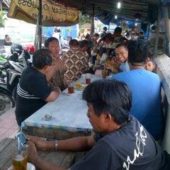 Photo taken at Angkringan Tugu by Oggie J. on 4/4/2014