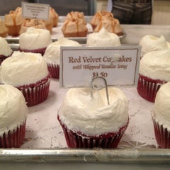 Photo taken at Magnolia Bakery by Nancy O. on 1/30/2013