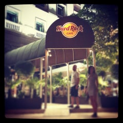 Photo taken at Hard Rock Cafe Madrid by Erman A. on 7/9/2013