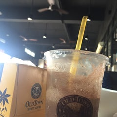 Photo taken at OldTown White Coffee by Dekwan on 4/24/2015