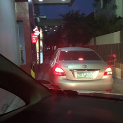 Photo taken at Jollibee by Pauie G. on 5/16/2015