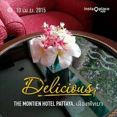 Photo taken at The Montien Hotel Pattaya (โรงแรมมณเฑียร พัทยา) by Naratip N. on 4/10/2015