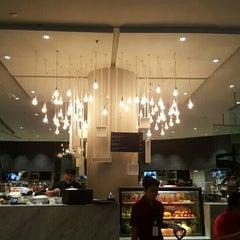 Photo taken at Food Hall (ฟู้ดฮอลล์) by Arm T. on 2/8/2016