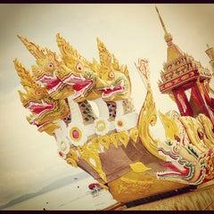 Photo taken at งานชักพระทางทะเล อ.เกาะพะงัน by  Vasit B. on 11/7/2012