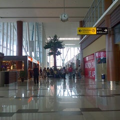 Photo taken at Sultan Syarif Kasim II International Airport (PKU) by Elvina S. on 1/1/2013