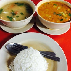 Photo taken at Awe Tomyam & Seafood by Azraey D. on 5/14/2016