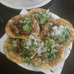 Photo taken at Taqueria Huichapan by Vico T. on 4/26/2015