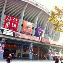 Photo taken at 사직야구장 (Sajik Baseball Stadium) by EunSeok K. on 10/20/2012
