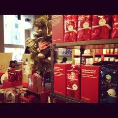 Photo taken at Starbucks by Isabela P. on 11/23/2012