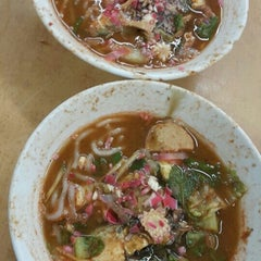 Photo taken at Laksa Shell Farlim by Hebe T. on 7/4/2015