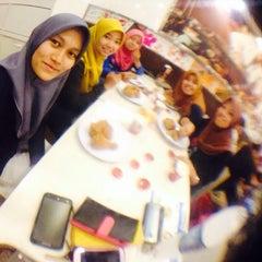 Photo taken at KFC by Roslina A. on 8/13/2015