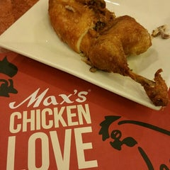 Photo taken at Max's Restaurant by Lester C. on 7/24/2015