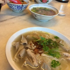 Photo taken at Restoran YiPoh 姨婆老鼠粉 by Pei L. on 1/14/2016