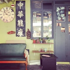 Photo taken at Jockey Club Creative Arts Centre (JCCAC) 賽馬會創意藝術中心 by Huayi Z. on 7/26/2015